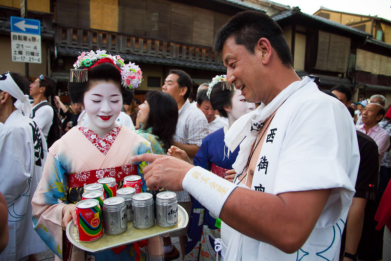 A maiko offers refreshments to one of the festival participants