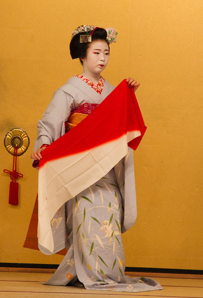 A maiko performed two Kyomai dances