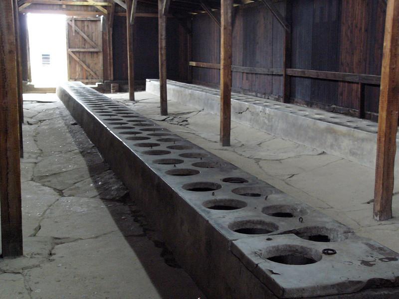 latrine Auschwitz