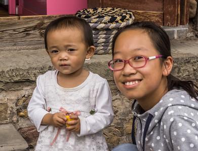 weishan village child with mom