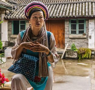 Our local guide explaining some of the Bai tradtions.