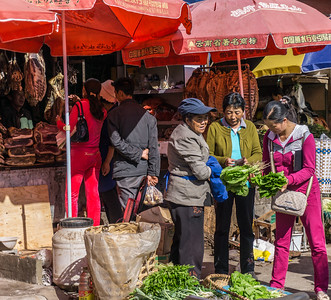 Selecting produce in Lijiang