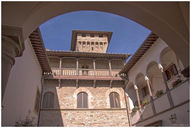 Atrium of Castello Vicchiomaggio.