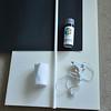 一張厚度佷厚的海綿(或保力龍)<br /> 一綑繃帶<br /> 熱溶膠<br /> 灰色噴漆<br /> 黑色壁報紙1-2張<br /> 塑膠硬水管一支