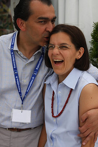 Alfredo talked his wife Esther into joining him for a photo and he rewarded her with a kiss!