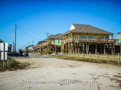 Along the beach moving towards Galveston, all the houses are built on stilts for tidal surge during storms. Cool looking but I wouldn't want to be there when one hit.