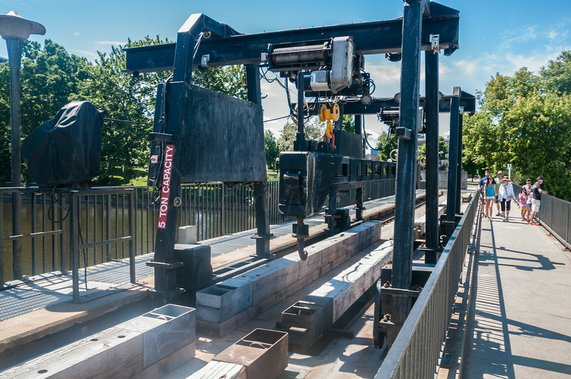 Gantry way for lowering timbers to control the RIdeau Falls flow.