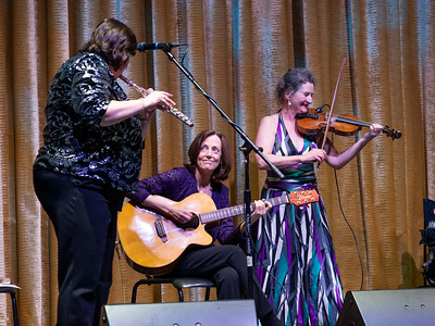 Joanie Madden on the whistle, Mary Coogan on guitar and fiddler, Nollaig Casey. Brilliant!