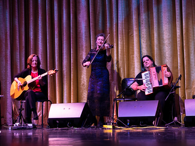 Some Important ladies of Cherish the ladies. Mary Coogan on guitar, Nollaig Casey on the fiddle and  Mirella Murray on the accordion.