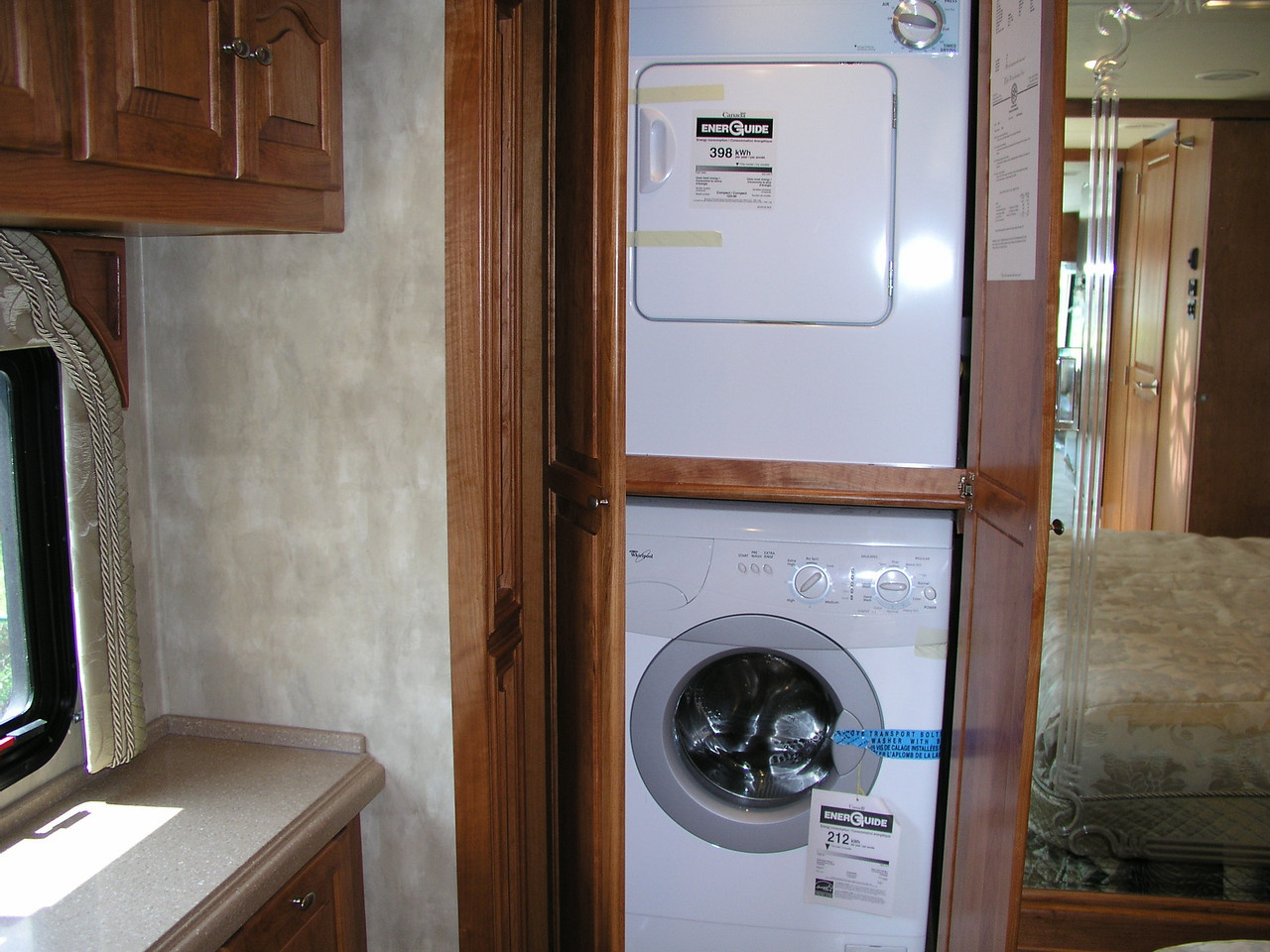 Yes a washer & dryer