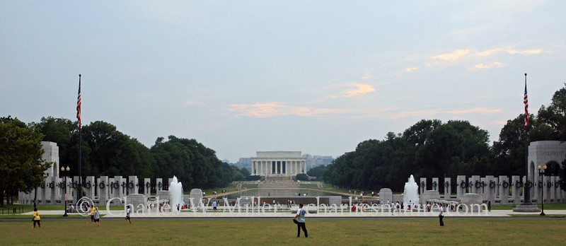 The World War II and lincoln Memorials