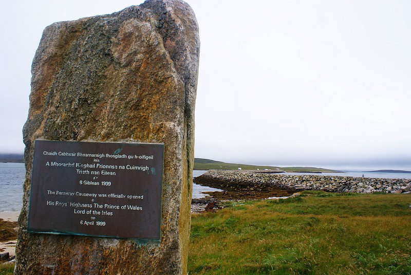 A simple rock cairn commemorates the opening of the causeway by HRH The Prince of Wales,  the Lord of the Isles. He had previously spent a prolonged period  on Berneray