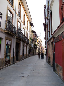 Narrow but Friendly Alleyway