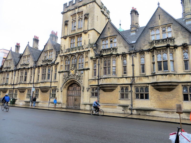 """I walked by Brasenose College, but didn't go in.  The College was founded in 1509 and gets its name from an enormous brass door knocker (literally """"brass nose"""") that adorned the front door.  The English have an amazing number of these unusual traditions, which helps make visits to places like Oxford endlessly fascinating."""
