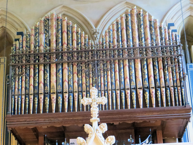 Even the organ pipes are fancy!