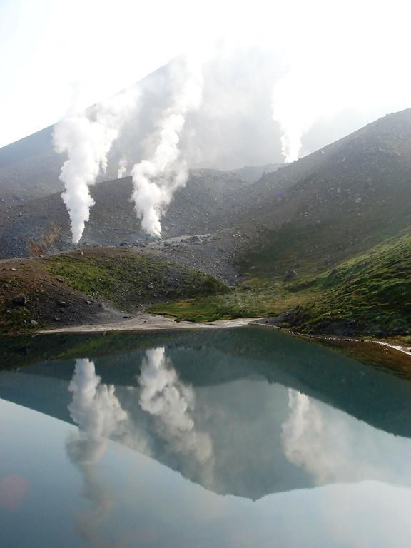 Hokkaido's challenge<br /> Asahidake conquered<br /> Hike Japan again<br /> <br /> Stephen Wentworth<br /> Hokkaido and North Main Island  September 2006