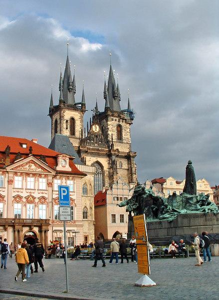 Town Square, Jan Hus monument, Tyn church.