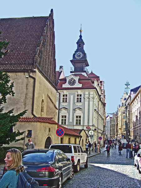 Old-new Synagogoue (left, 1270) and Jewish Community Building (or Town hall, center, 16th century).
