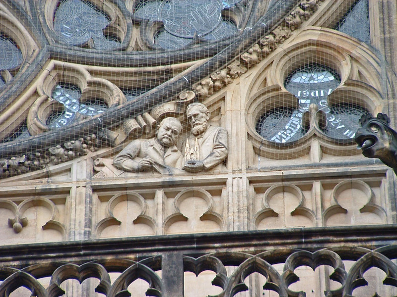 The facade was finished in the 20th century. The architects had themselves sculpted and memorialized on the facade, here holding a model of the cathedral.