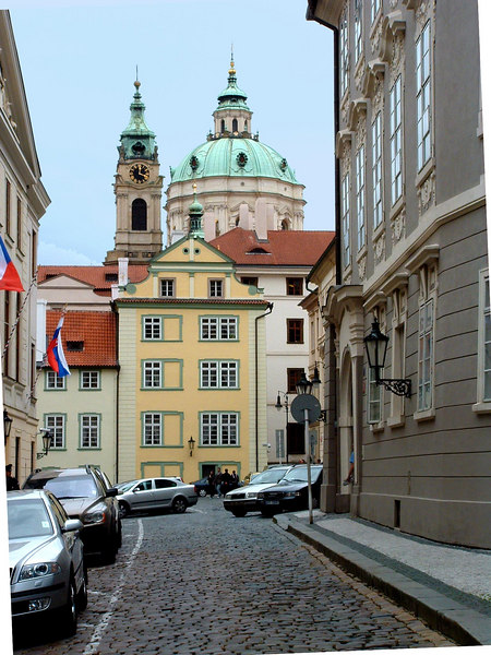On the way up, St.Nicholas Church of Mala Strana.