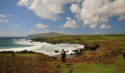 Bahia La Perouse met op de achtergrond Poike Peninsula. Paaseiland (Rapa Nui), Chili.