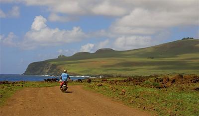 Exploring Rapa Nui op mijn scooter. Paaseiland (Rapa Nui), Chili.