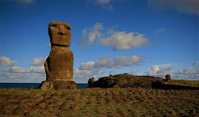 Ahu Akapu, Hanga Kio'e (onze privé-moai). Paaseiland (Rapa Nui), Chili.