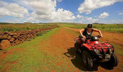 Exploring Rapa Nui op onze quad. Paaseiland (Rapa Nui), Chili.