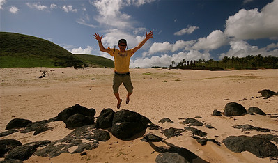 Uit de reeks: 'Jump!' Anakena Beach. Paaseiland (Rapa Nui), Chili.