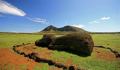 Liggende moai @ Ahu Tongariki. Paaseiland (Rapa Nui), Chili.