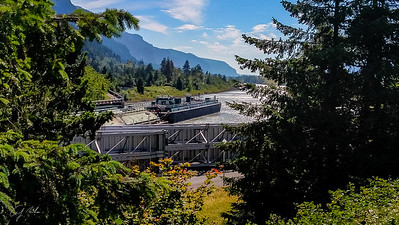 Bonneville Dam Locks in use