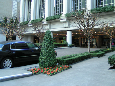 We are lucky enough to spend our first night at the amazing Fairmont Olympic Hotel.   This grande dame of the Seattle social scene since its opening in 1924 has recently been renovated to take its rightful place among the world's classic grand hotels.
