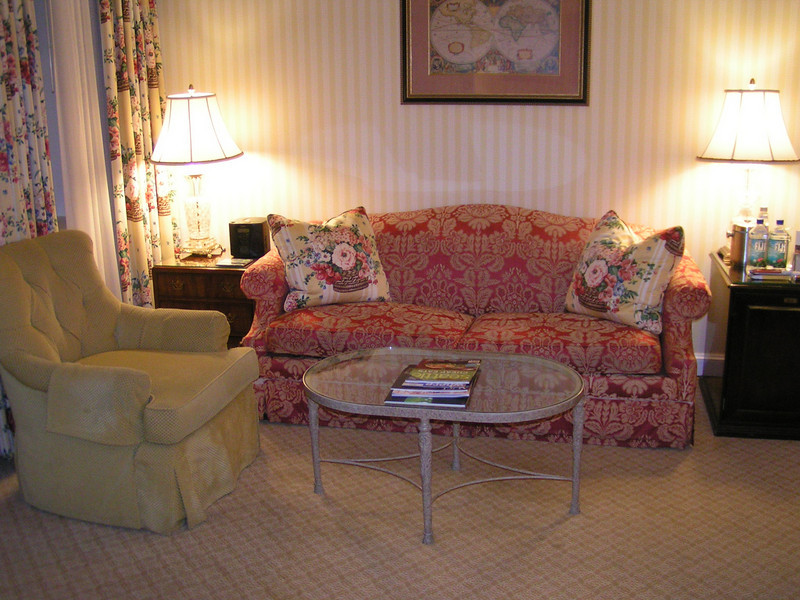 The living room is the perfect place to plan our days of sightseeing and to rest after our explorations.  Seattle is a great walking city with an excellent transportation system for visiting more distant attractions.