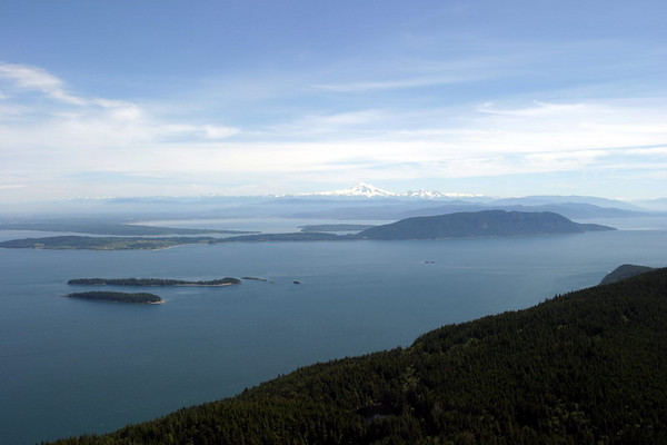 Mt Rainer, seen from Mt Constitution, Orcas Island, WAs