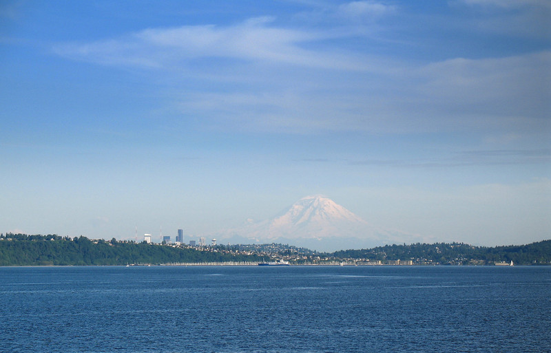 Mt. Rainier, Seattle, WA. Image Copyright 2006 by DJB.  All Rights Reserved.