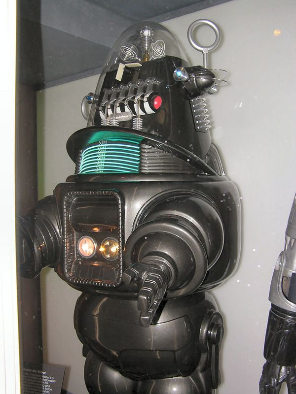Robby the robot from Forbidden Planet - Seattle Sci Fi Museum
