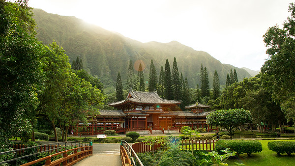 Byodo-In Temple at the foot of the Ko'olau Mountains