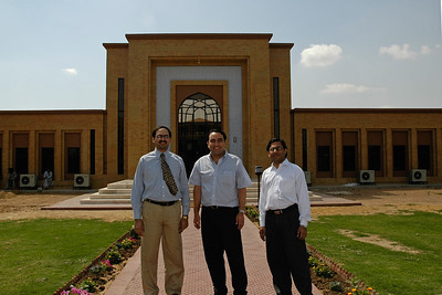 Suchit Nanda with the senior staff from FAST-NU at their Main Campus in Karachi, Pakistan. FAST-NU is one of the premier institutions imparting technology education in Pakistan. Its computing graduates are recognized world-wide.   Website: http://khi.nu.edu.pk