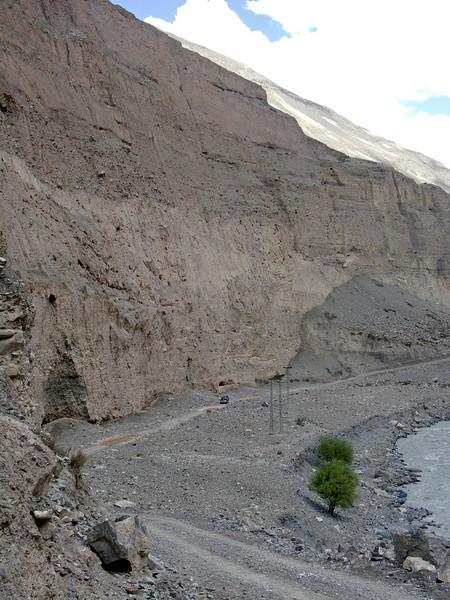 Double puncture! - Chapursan Valley