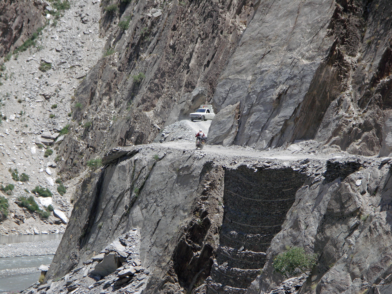 Chitral - Garam Chashma road