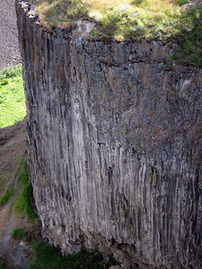 The trails goes perilously close to the edge of these basalt cliffs.