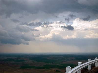 Rainclouds threatening from Steptoe Butte