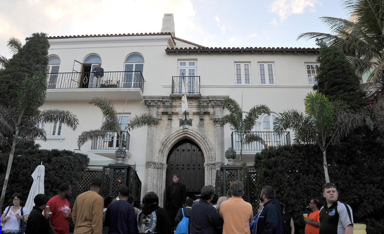 This was the home of fashion designer Gianni Versace, who was murdered here in 1997.  The home now serves as an upscale restaurant to the Miami elite.