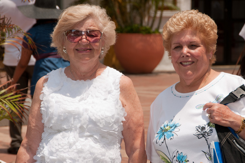 * Coral Princess<br /> * Gertrude and Sandy at the Catagena dock