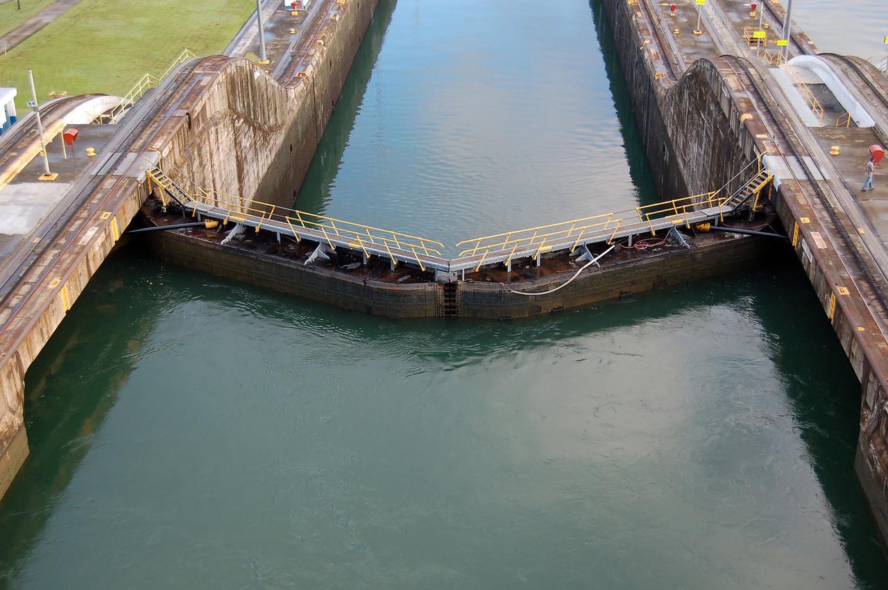 A 25 Foot Rise at Gatun Locks