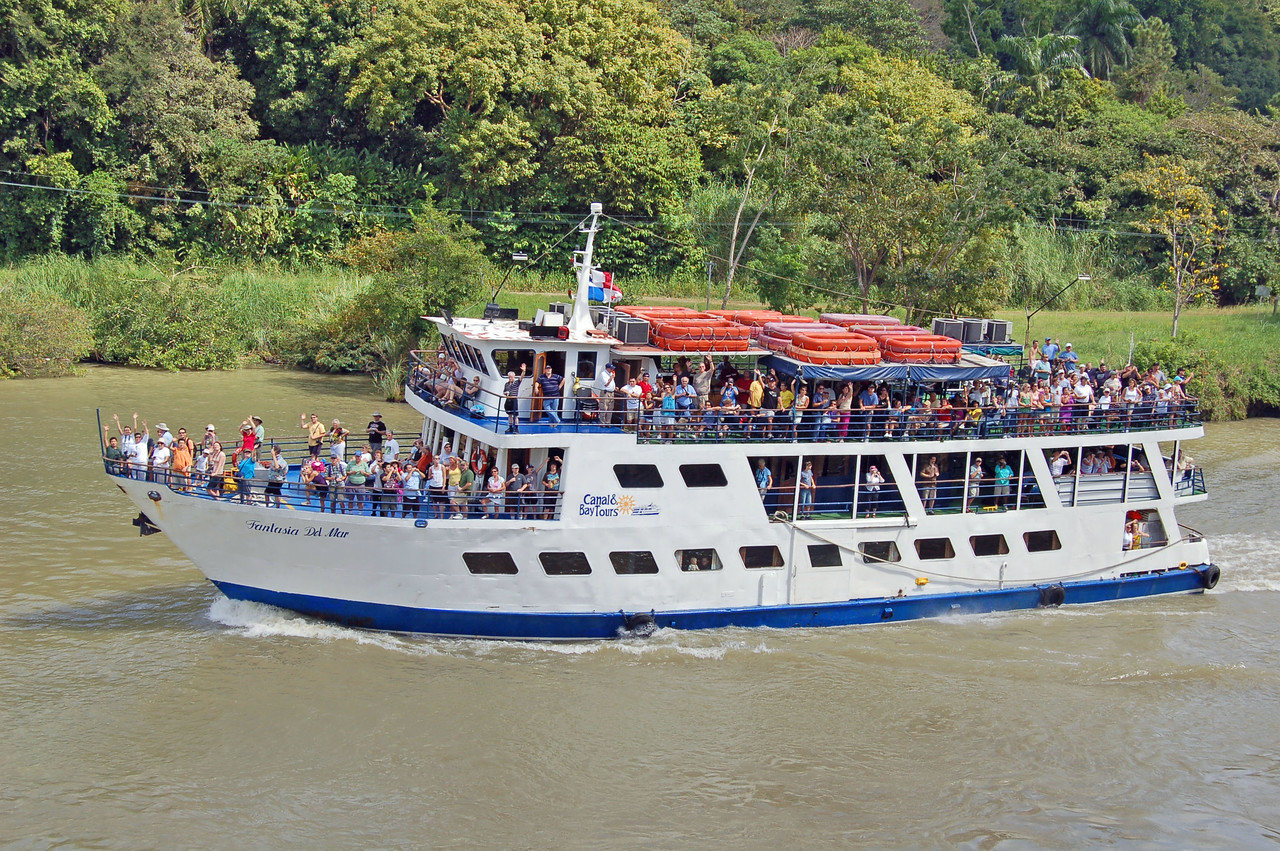 Tour Boat from Gamboa City