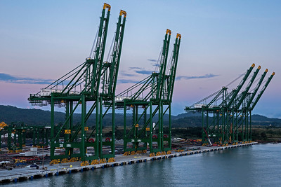 Huge Cranes for lifting shipping containers