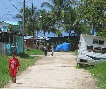 De zanderige straatjes van Bocas. Panama.