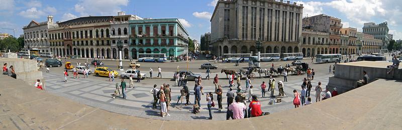 El Capitolio plaza, Havana