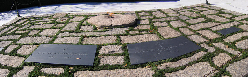 Arlington Cemetry - graves of John F Kennedy and Jaqueline Onassis - Washington DC (Nov 2004)